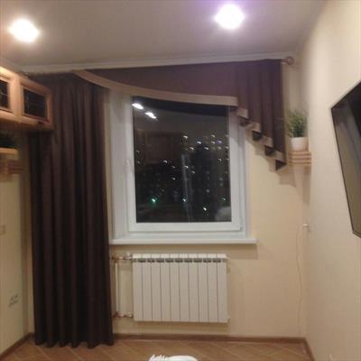 Ассиметричное окно с ламбрекеном